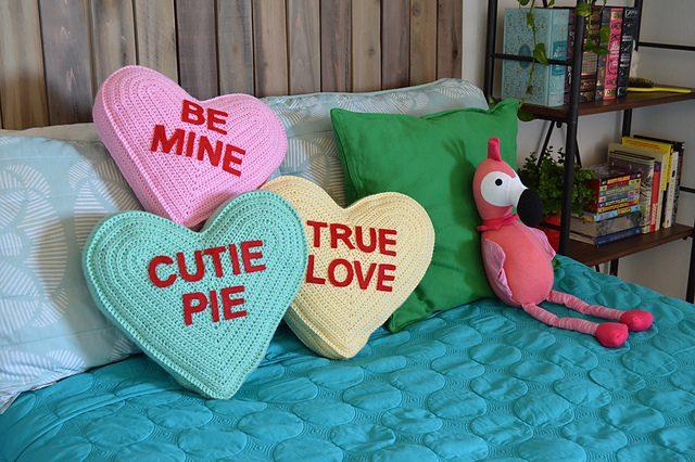Conversation Heart Pillow Free Crochet Pattern Dailycrochetideas