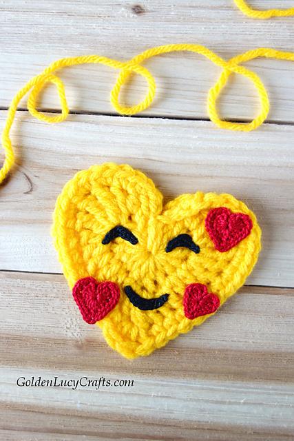 Valentine's Emoji Pillow- Free Crochet Pattern ...   640x427