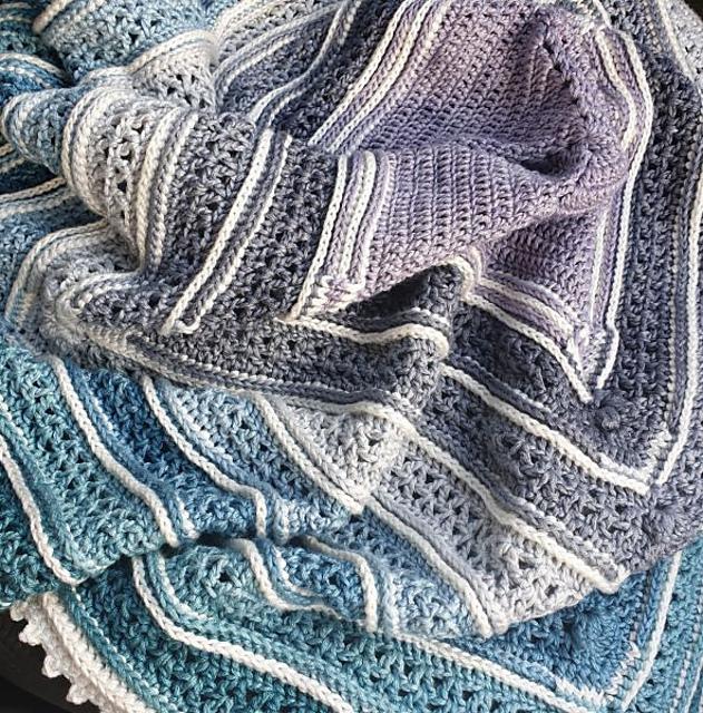 Serina's Ombre Blanket Free Crochet Pattern   DailyCrochetIdeas